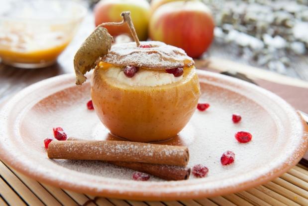 Рецепт печеного яблока с творогом