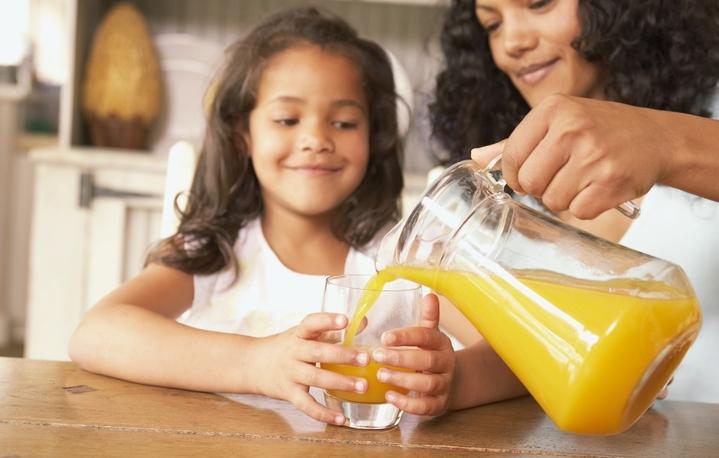 Як привчити малюка правильно харчуватись?