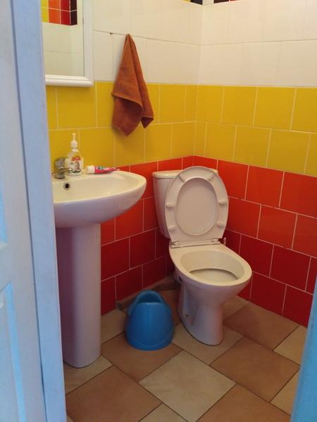 Туалетна кімната у двомісній палаті